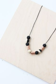 Learn how to make the perfect DIY Fall necklace using painted wood beads and copper couplings from the hardware store. Seed Bead Necklace, Simple Necklace, Diy Necklace, Wooden Jewelry, Wooden Beads, Handmade Jewelry, Felted Jewelry, Diy Jewellery, Jewelery