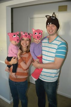 How CUTE!  It's the Three Little Pigs & The Big Bad Wolf!