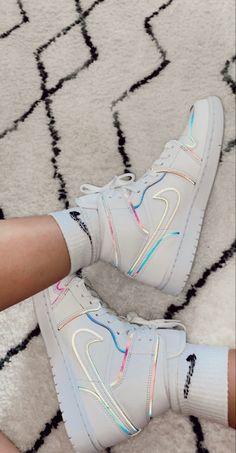 Jordan Shoes Girls, Girls Shoes, Basket Style, Cute Nike Shoes, Nike Shoes Air Force, Aesthetic Shoes, Fresh Shoes, Hype Shoes, Pretty Shoes