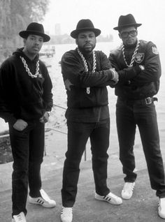 run dmc, the godfathers of rap. it goes without saying we owe these pioneers so much for helping to bring hip hop music/culture into the. Hip Hop Look, Style Hip Hop, Hip Hop And R&b, Mode Style, 80s Style, Vegas Style, Retro Style, Vintage Style, Adidas Superstar