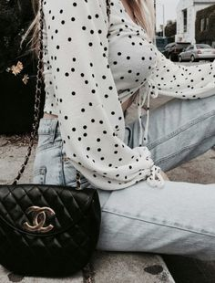 dotted blouse + levis skinny jeans + chanel bag   everyday outfit ideas   city street style