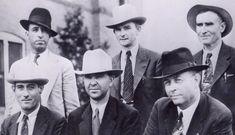 il gruppo armato di volontari reclutati da Gibsland per catturare i 2 banditi: davanti Alcorn, Jordan and Hamer; dietro, Hinton, Oakley, Gault.