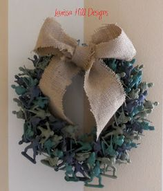 Larissa Hill Designs: Camouflage wreath made with plastic toy army men - could use any toys to match room decor Army Crafts, Military Crafts, Men Crafts, Army Wreath, Military Wreath, Christmas Wreaths, Christmas Crafts, Christmas Decorations, Christmas Ideas
