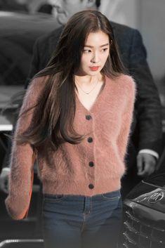 Seulgi, Angora Sweater, Pink Sweater, Kpop Fashion Outfits, Red Velvet Irene, Airport Style, Kpop Girls, Girl Crushes, Korean Fashion