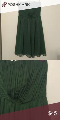Green pleated a line cocktail dress Limited cocktail dress with pleats at the top. Looks best when worn with a belt! Hits just above the knee. Worn once to a wedding! Material is a crinkle chiffon type material. The Limited Dresses Strapless