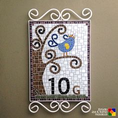 "Estúdio Joe & Romio mosaicos: Numeral em mosaico - ""Little King Birdie"""