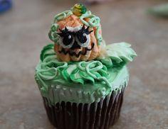 Pumpkin cake-How to Decorate Cupcakes Pumpkin Head Decorating Tools, Cake Decorating, Bikini Cake, Decorate Cupcakes, Thanksgiving Cakes, Pumpkin Head, Pumpkin Cupcakes, Cake Tutorial, Christmas Desserts