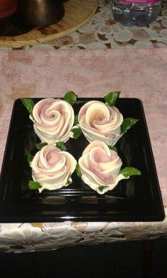 Rose di pasta sfoglia con prosciutto cotto e formaggio filante da macelleria De Maso Maurizio