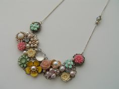 What a lovely necklace I found over on Craftsy!  The designer may be publishing a tutorial at some point, so this may be one to keep an eye on.  :)