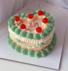 Three Tier Cake, Single Tier Cake, Chocolate Cake Designs, Pastel Cakes, Cute Birthday Cakes, Heart Cakes, Peach Cake, Cute Cakes, Creative Cakes