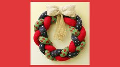 Knitted wreath for Christmas decoration. A step by step tutorial.