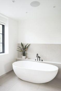 Luxurious bathroom with a beautiful bathtub. Modern Bathtub, Modern Bathroom Design, Bathroom Interior Design, Small Bathroom Bathtub, Modern Luxury Bathroom, Concrete Bathroom, White Bathrooms, Luxury Bathrooms, Master Bathrooms