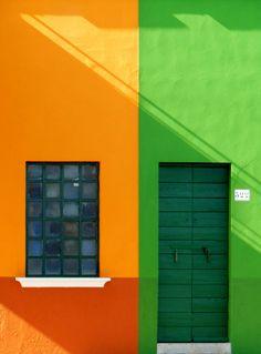 Green Door in Burano, Italy Cool Doors, Unique Doors, Displays, Painted Doors, Door Knockers, Gates, Closed Doors, Doorway, Door Gate