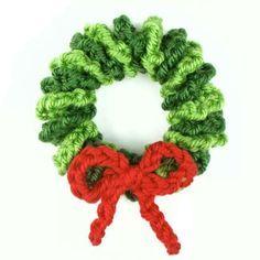 Free crochet pattern: Mini Christmas Wreath
