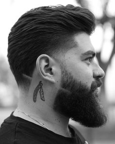 Fade haircuts for men are still some of the most popular men's haircuts to get. Check out these brand new fresh men's fade haircut styles! Medium Length Hair Men, Medium Short Hair, Medium Hair Cuts, Medium Hair Styles, Short Hair Styles, Haircut Medium, Medium Long, Curly Short, Short Haircut