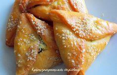 Νόστιμες και ευπαρουσίαστες μικρές χορτόπιτες φούρνου!   Δυο μεγάλα μάτσα με χορταρικά για χορτόπιτες είναι η αφορμή για τη σημερινή και την επόμενη συνταγή. Ήταν τα τελευταία που είχε στον πάγκο της λαϊκής η κυρία που τα πουλούσε και θεώρησα καλό να τα πάρω όλα. Έτσι κι αλλιώς τα … Greek Recipes, Vegan Recipes, Cooking Recipes, New Recipes, Recipies, Greek Appetizers, Appetizer Recipes, Greek Pastries, Greek Cooking