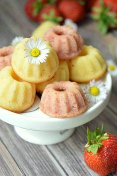 Das Essperiment: Kuchenglück zum Sommeranfang mit fruchtigen Erdbeer-Zitronen Mini Gugl