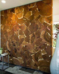 стена из дерева в интерьере