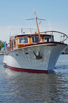 Super Van Craft 1220 Zgan Motoren, Refit V. Camper Boat, Classic Yachts, Motor Boats, Wooden Boats, Sailing Ships, Explore, Crafts, Boats, Classic