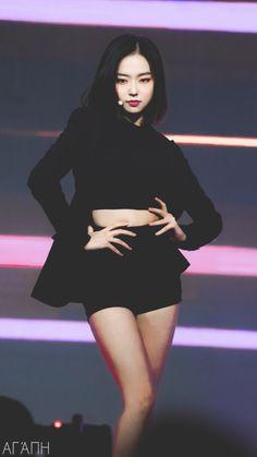 Hay mil maneras de morir con nuestros chicos sexys y cute incluso mom… #fanfic # Fanfic # amreading # books # wattpad Kpop Girl Groups, Korean Girl Groups, Kpop Girls, Outfits Otoño, Stage Outfits, Hani, K Pop, Jang Yeeun, Loona Kim Lip