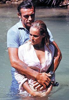 James Bond Girl n°1 - Ursula Andress est Honey Rider (1962) avec Sean Connery - James Bond contre Dr No