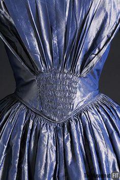 Afternoon dress back detail ~ Blue shot silk ~ 1849 Victorian Gown, Victorian Fashion, Vintage Fashion, Fashion Details, Love Fashion, Fashion Design, High Fashion, Womens Fashion, 19th Century Fashion