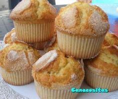 Son unas de mis preferi… Recipe to make delicious muffins made with cream. They are one of my favorites, they are like the village muffins, not very biscuit. Yummy Treats, Delicious Desserts, Yummy Food, Muffin Recipes, Sweet Bread, Love Food, Cupcake Cakes, Food To Make, Bakery