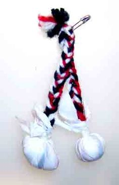 New Zealand - Native Maori theme - Poi balls - long pieces of yarn braided together, and on the end is a soft ball - the Maoris use them in some native dances. Scout Mom, Girl Scout Swap, Boy Scouts, Gs World, Polynesian People, Maori People, Yarn Braids, Girl Scout Juniors, World Thinking Day