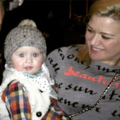 "Kelly Clarkson: ""River's Night Out On The Town In NYC"" - http://site.celebritybabyscoop.com/cbs/2015/01/27/kelly-clarkson-rivers #HeartbeatSong, #KellyClarkson, #NewYorkCity, #NYC, #RiverRoseBlackstock"