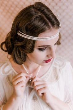 Ein Hochzeits Styled Shoot ganz im Stil von «The Great Gatsby The Great Gatsby, Models, Band, Fashion, Hairdo Wedding, Marriage Anniversary, Bridle Dress, Laser Cutting, Nice Hairstyles
