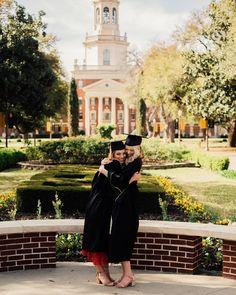 35 gorgeous graduation picture ideas for photography 17 Twin Senior Pictures, Friend Senior Pictures, College Senior Pictures, Senior Photos, College Graduation Pictures, Graduation Picture Poses, Graduation Photoshoot, Grad Pics, Nursing Graduation