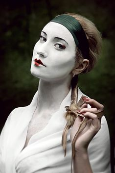 Mime Makeup, Daenerys Targaryen, Goth, Statue, Clowns, Fictional Characters, Gothic, Goth Subculture, Fantasy Characters