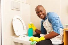 Avoid these cleaning mistakes for a sparkling, healthy bathroom. The way you're currently cleaning your bathroom could be doing more harm! Deep Cleaning, Spring Cleaning, Clean Couch, How To Clean Carpet, Keds, Skateboard, Bathroom, Dip, Towel