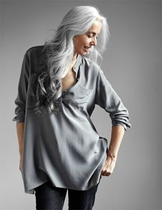 Yasmina Rossi who models for Eileen Fisher Long Gray Hair, Silver Grey Hair, White Hair, Grey Hair Remedies, Yasmina Rossi, Peinados Pin Up, Beautiful Old Woman, Natural Hair Styles, Long Hair Styles