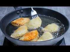 O tava intotdeauna nu e de ajuns! Biscuiti francezi cu umplutura deosebita | SavurosTV - YouTube Relleno, Cantaloupe, Muffins, Fruit, Tv, Youtube, Food, Vestidos, French Cookies