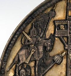 Yedisu Bölgesinde bulunan metal bir tabak Muhtemelen yapılış tarihi itibarı ile, Karluklar dönemi. (9-10.yy) Sevgili Emel Esin'e göre OĞUZ TÜRKLERİNİN öz yurdu, Sirderya yani Seyhun nehrinin Aral Gölüne döküldüğü bölgede idi. Sirderye Oğuzlarının kökeni Kök Türk Yazıtlarındaki 9 OĞUZLAR, yani UYGURLARA bağlanır. Özellikle YEDİSU bölgesi GökTürk Kağanlığı, Türgeş Devleti, Karluklar gibi, Türk Kağanlıklarının yurdu olmuştur. Tabakta Uygur Alp tasvirleri yer a