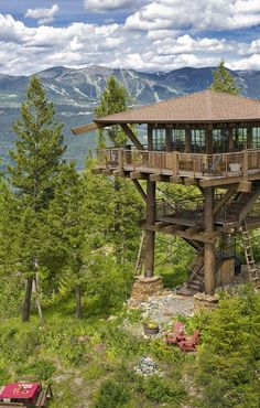 For those who really want a taste of solitary living, have you ever dreamed of getting away from it all in a fire lookout tower? Hut House, Tree House Plans, Lookout Tower, Tree House Designs, Tower Building, Tower House, Cottage Exterior, Forest Mountain, Forest City