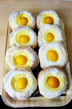 Dough plug-fried Teig-Topfen-Spiegeleier Creamy-sweet pleasure for the coffee table: recipe for fine dough and fried egg. Donut Recipes, Egg Recipes, Cupcake Recipes, Cookie Recipes, Dessert Recipes, Pastry Recipes, Chocolate Donuts, Chocolate Chip Cookies, Healthy Chocolate