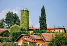 Green Tower - Green tower in a hamlet named Brongio - Garbagnate Monastero… Green Tower, City Architecture, Italy, Mansions, House Styles, Home Decor, Italia, Decoration Home, Manor Houses