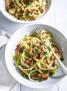 Ricardo& recipe: Bucatini with Leek, Bacon and Pine Nuts Pine Nut Recipes, Leek Recipes, Yummy Pasta Recipes, Vegetarian Recipes, Cooking Recipes, Healthy Recipes, Dinner Recipes, Quiches, Ricardo Recipe