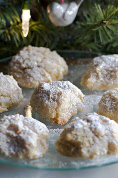 My Paleo Marin : Ricciarelli Chewy Italian Almond Cookies (GF) Italian Almond Cookies, Italian Cookie Recipes, Italian Desserts, Just Desserts, Dessert Recipes, Almond Meal Cookies, Ricotta Cookies, Gourmet Desserts, Dinner Recipes