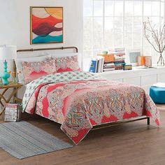 Vue® Dreamcatcher Reversible Quilt Set in Pink