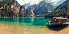 Cabane du lac dans les Dolomites italiennes