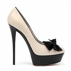 zapatos altos negro + nude con moño negro