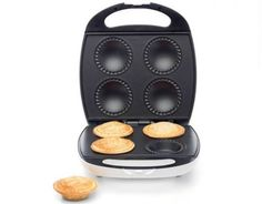 Prepare delicious pies effortlessly with this pie maker featuring a non-stick cooking plate. With a compact design, this mini pie maker is easy to use and store. Nutella Go, Snow Cake, Egg Pie, Chocolate Custard, Chocolate Tarts, Pastry Shells, Breakfast Cups, Sweet Pastries, Mini Pies