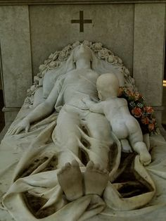 Breathtaking cemetery monument of mother and her infant. Cemetery Monuments, Cemetery Statues, Cemetery Headstones, Old Cemeteries, Cemetery Art, Angel Statues, Graveyards, Wassily Kandinsky, Dark Side