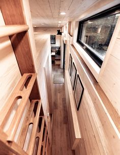 Retro-Chic RV Trailer Inspired by 'Mad Men' Offers Mid-Century Modern Luxury on Wheels Mad Men, Modern Mobile Homes, Sliding Patio Doors, Classic Architecture, Luxury Vinyl Plank, Sleeping Loft, Tiny House Living, Tiny House Design, Tiny House On Wheels