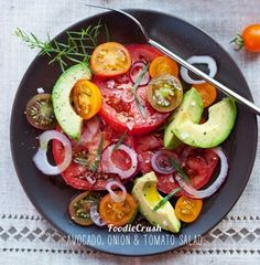 avocado, tomato and onion salad (clean eating)