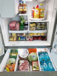 Refrigerator food storage organization is easily overlooked. Nonetheless, there are ways to make the best out of the space your fridge offers to you. Food Storage Organization, Organizing Hacks, Refrigerator Organization, Kitchen Organization Pantry, Home Organisation, Kitchen Pantry, Kitchen Storage, Organized Fridge, Storage Ideas