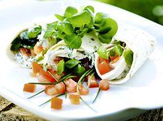 Lekker als lunch of snack - Libelle Lekker! Taco Wraps, Fish And Chicken, Egg Dish, Tortellini, Caprese Salad, Fresh Rolls, Brunch, Food And Drink, Veggies